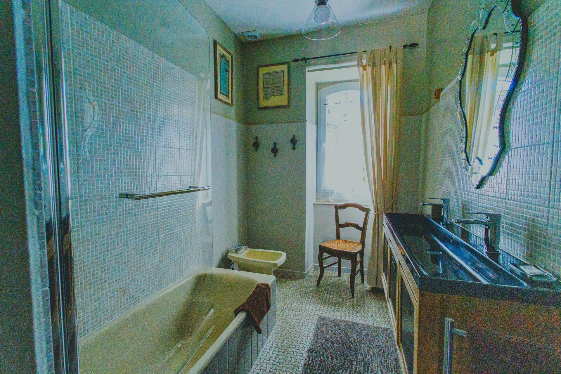 Antoinette's bathroom